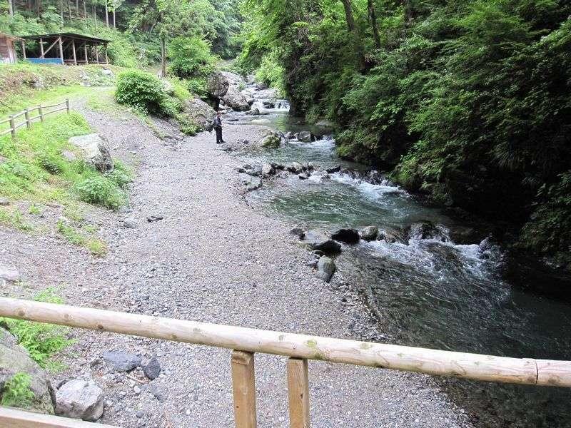 釣り場 渓谷 観光 有 間 山梨の自然渓流の釣り場、尾白川(おじらがわ)のポイントを写真で紹介しています